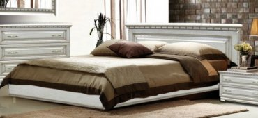 Дубовая кровать Элит белый патина 180*200